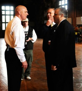 FBI agent Jim Gagliano (left) briefs acting adic George Venizelos (right) /fbi photo